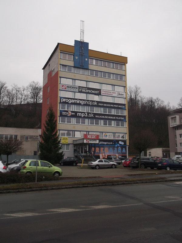Odberné miesto v Banskej Bystrici - pohľad cez ulicu